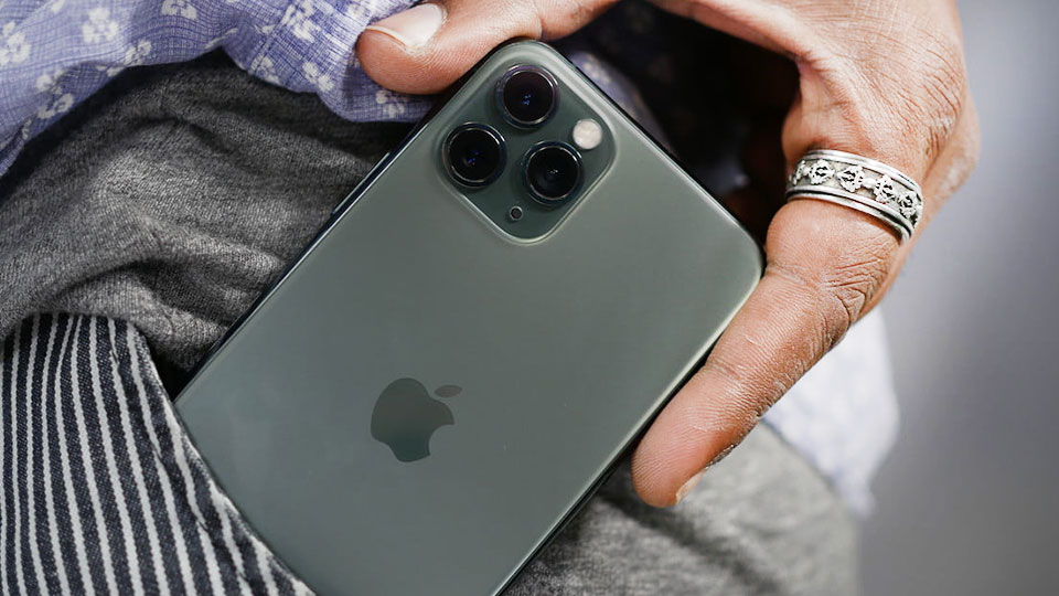 گوشی iPhone 11 Pro باغ کالا طراحی